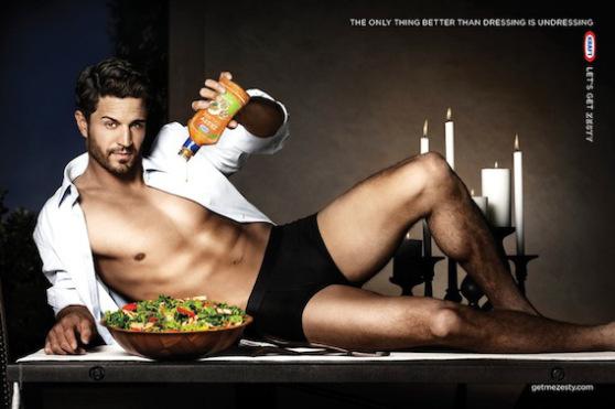 Comer ensalada puede ser masculino y sexy ¿Quién dijo que sólo era comida para mujeres y conejos?