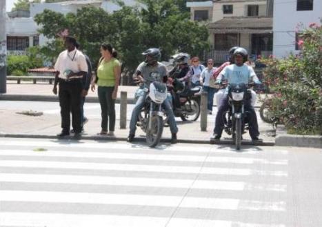 Tomado de: http://www.eluniversal.com.co/cartagena/local/cuidado-motos-en-las-cebras-86168