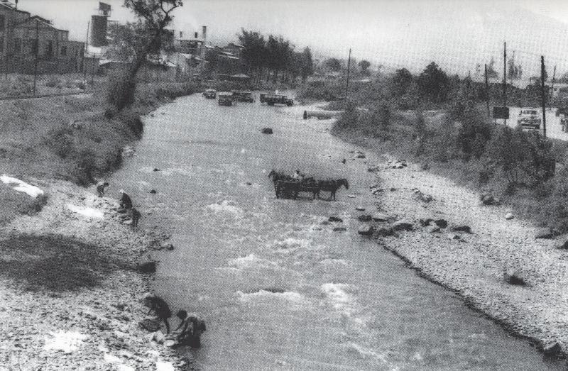 Río Medellín, circa 1936. Todavía se podía pescar ahí...