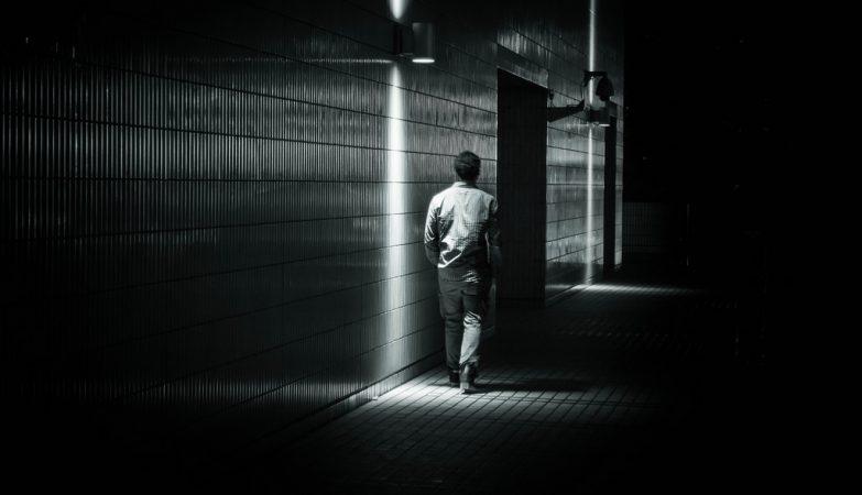 La oscuridad en la que se mueve un alma desencantada